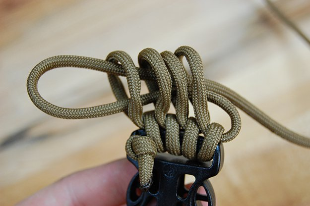 Finger loop | How To Make A Paracord Belt: Step-By-Step Instructions