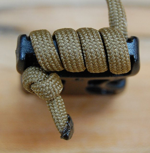 Threading paracord belt buckle | How To Make A Paracord Belt: Step-By-Step Instructions