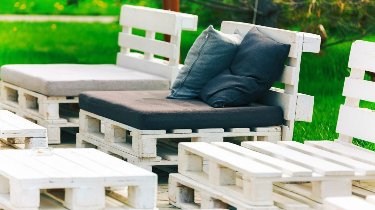 Featured | Shot of furniture made of pallets | How To Know If A Pallet Is Safe To Use