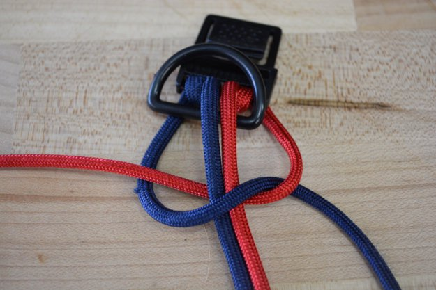 Loop the red cord behind the core | Learn To Make A Paracord Dog Collar | Instructions