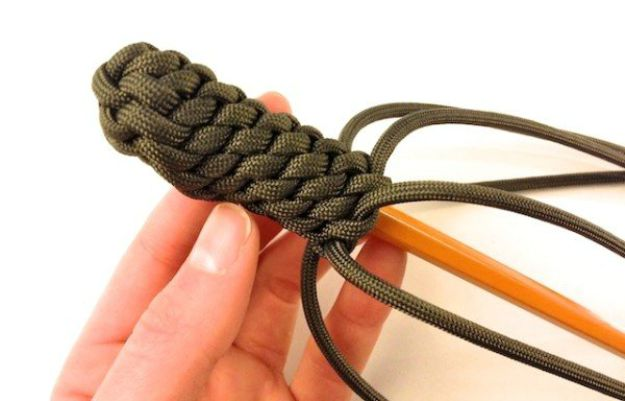 Key fob | How To Make A Paracord Keychain
