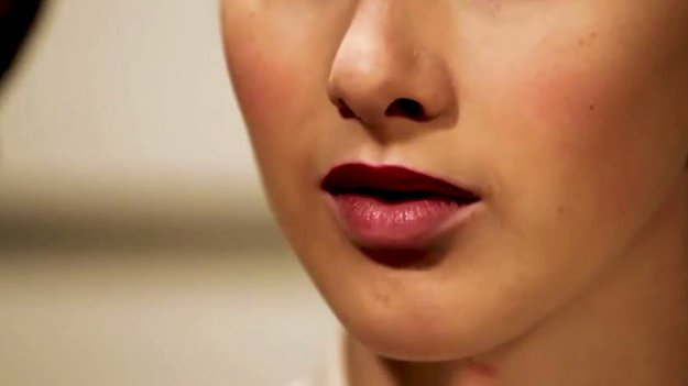 makeup-tutorials-how-to-apply-lipstick-how-to-put-on-lipstick-best-red-lipstick-tutorial-red-lipstick