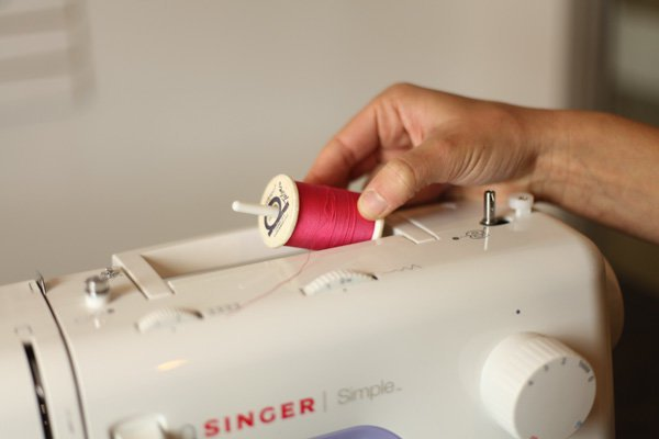 How to thread a sewing machine-3
