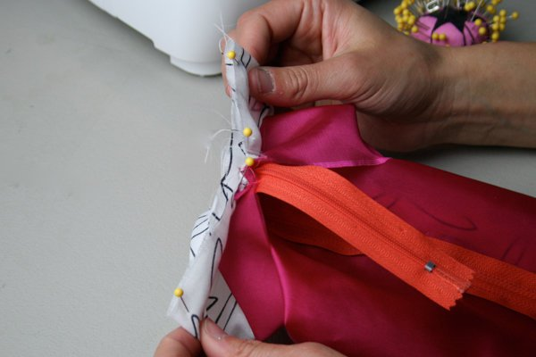 How to sew a makeup bag | Sewing Tutorials on DIY Projects.com