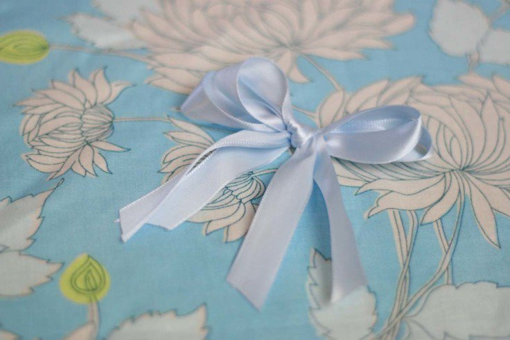 How to Make a Bow Out of Ribbon | How to Tie a Perfect Bow