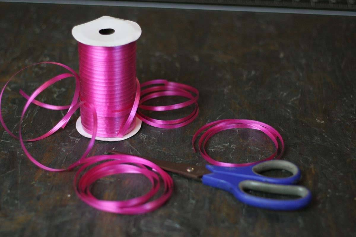 How To Make A Bow Out Of Curling Ribbon Diy Projects