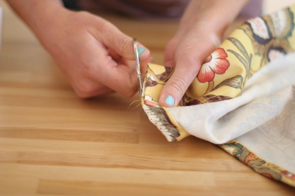 How To Make Curtains | SewingMachine Tutorials on DIY Projects.com