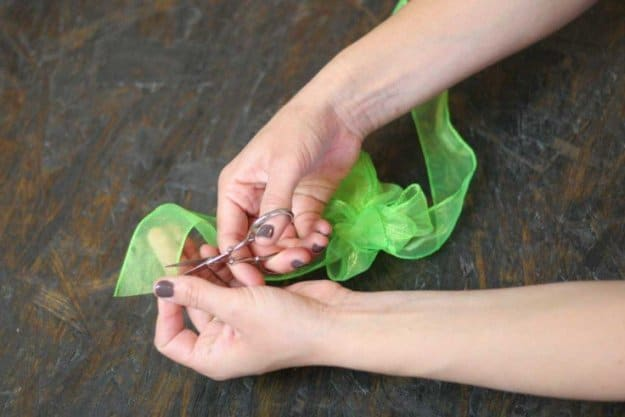 Clip the tail of your bow | How to Tie a Bow | Make 3 Beautiful Bows With Ribbon