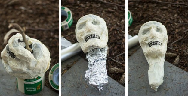 make a creepy rotting corpse scarecrow outdoor halloween decorations