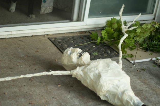 Form the Full Scarecrow Figure | Outdoor Halloween Decorations: Make A Rotting Corpse Scarecrow