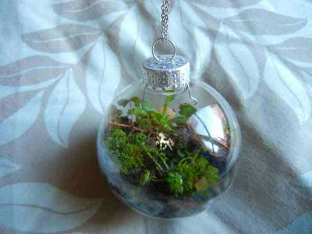 hanging terrarium, terrarium, diy terrarium, glass terrarium, how to build a terrarium, hanging glass terrarium, christmas craft ideas, personalized christmas ornaments, homemade christmas ornaments, diy christmas ornaments, affordable christmas ideas, diy christmas decors, diy gift ideas