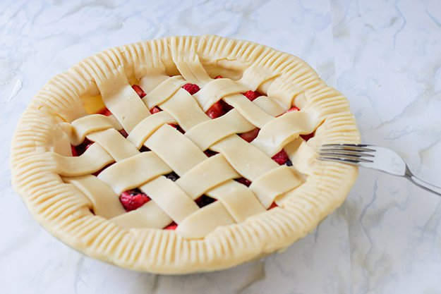 How to Make Simple Triple Berry Pie | www.diyprojects.com/triple-berry-pie-recipe/