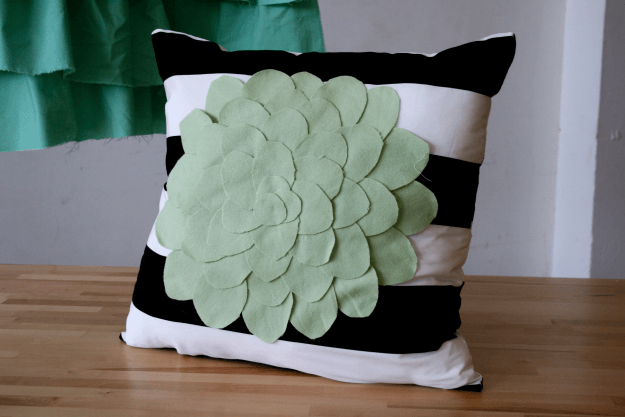 Learn to make felt applique patterns and design your own pillows! Excellent tutorial at https://diyprojects.com/how-to-make-curtains-and-pillows-home-makeover-tutorial