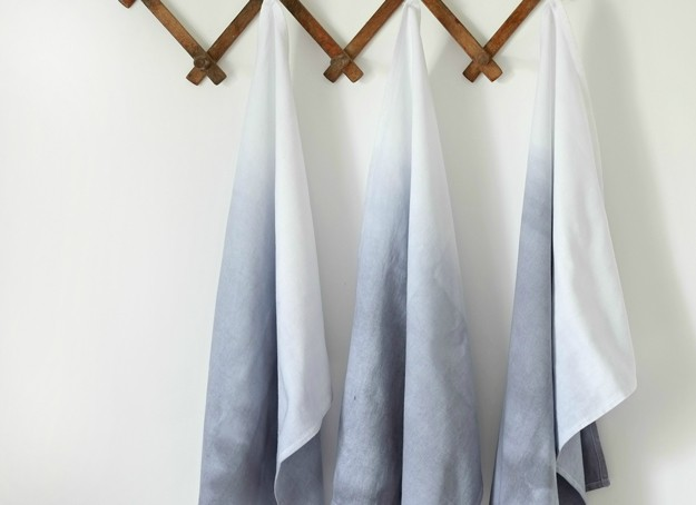 Cute Personalized DIY Ombre Towel Inspiration | https://diyprojects.com/ombre-dip-dye-tea-towels/