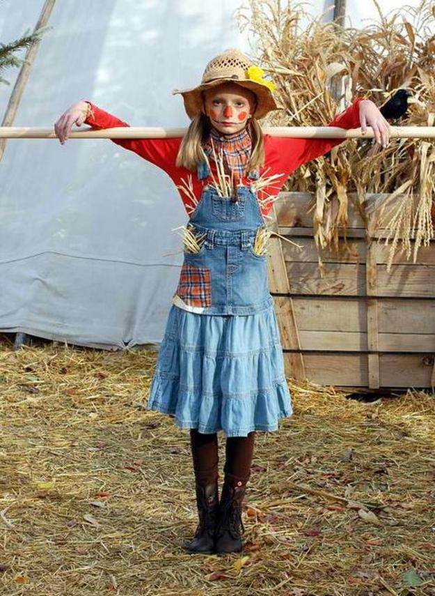 Scarecrow costume ideas diy projects craft ideas how tos for home girls scarecrow costume see more at httpsdiyprojectsdiy solutioingenieria Choice Image