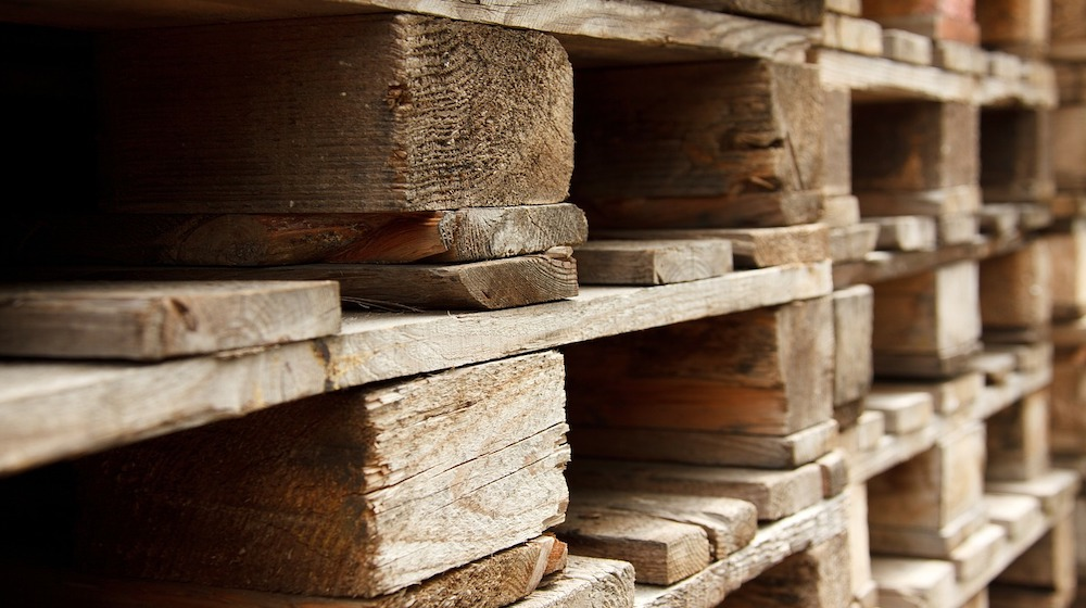 How to Build a Wood Pallet Wall DIY Projects Craft Ideas