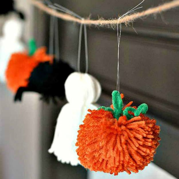 Easy Halloween Garland | Breathtakingly Easy-to-Make DIY Halloween Decorations