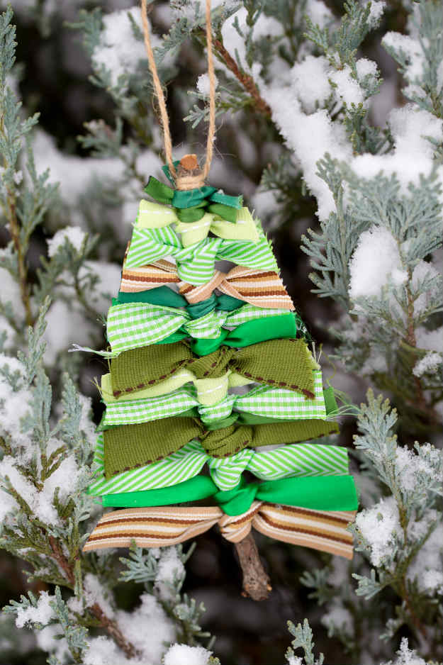 Spectacularly easy diy ornaments for your christmas tree for Homemade tree decorations