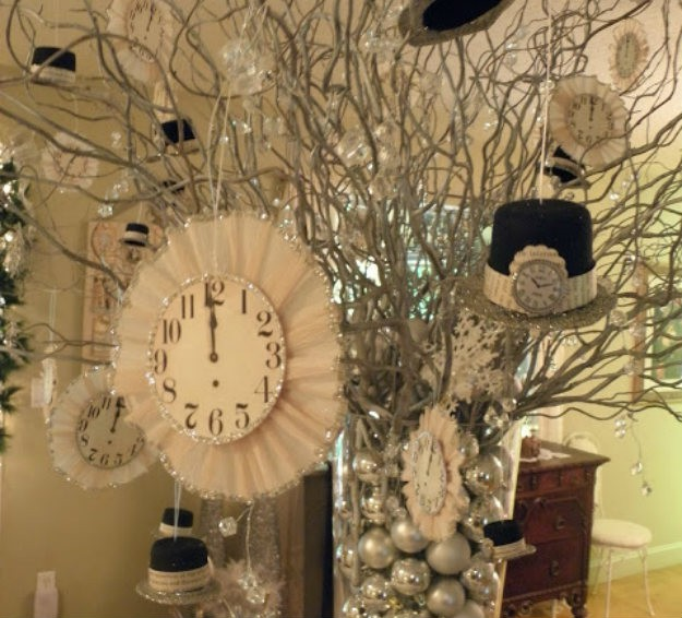 New Year Centerpiece with a Bang! | New Year's Eve Party Ideas to Start the Year off Right