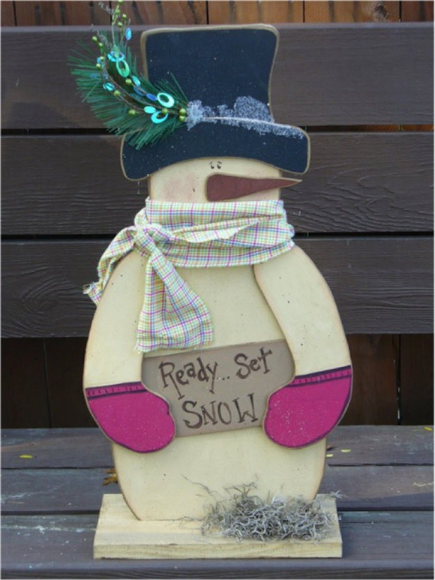 Wooden Snowman Standee | Awesome Wood Crafts to Beautify Your Home This Winter