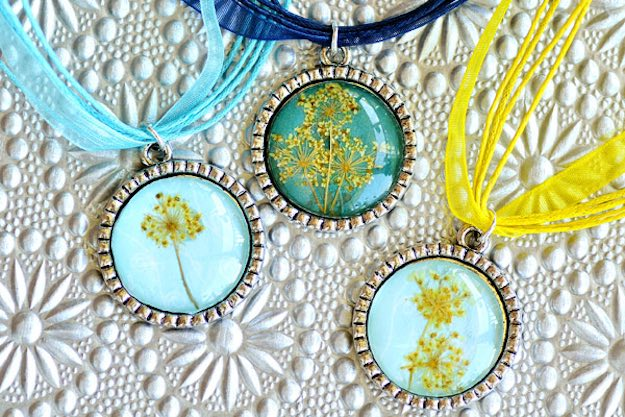 Dried Flower Pendant | DIY Accessories You Can Do In the Comfort of Your Couch This Winter