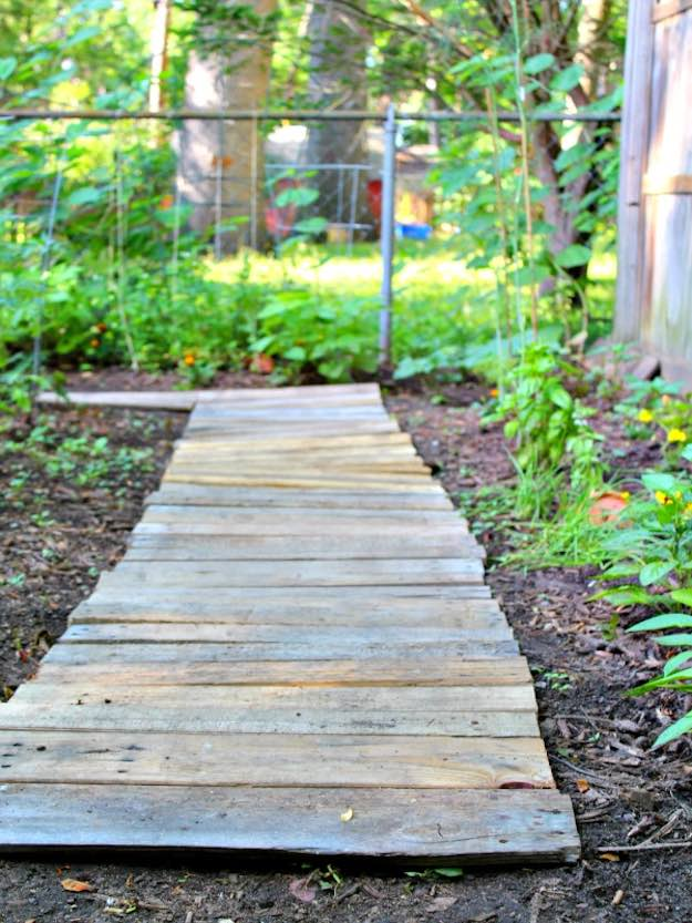 Wood Walkways Easy To Build : Creative diy wood projects for patios