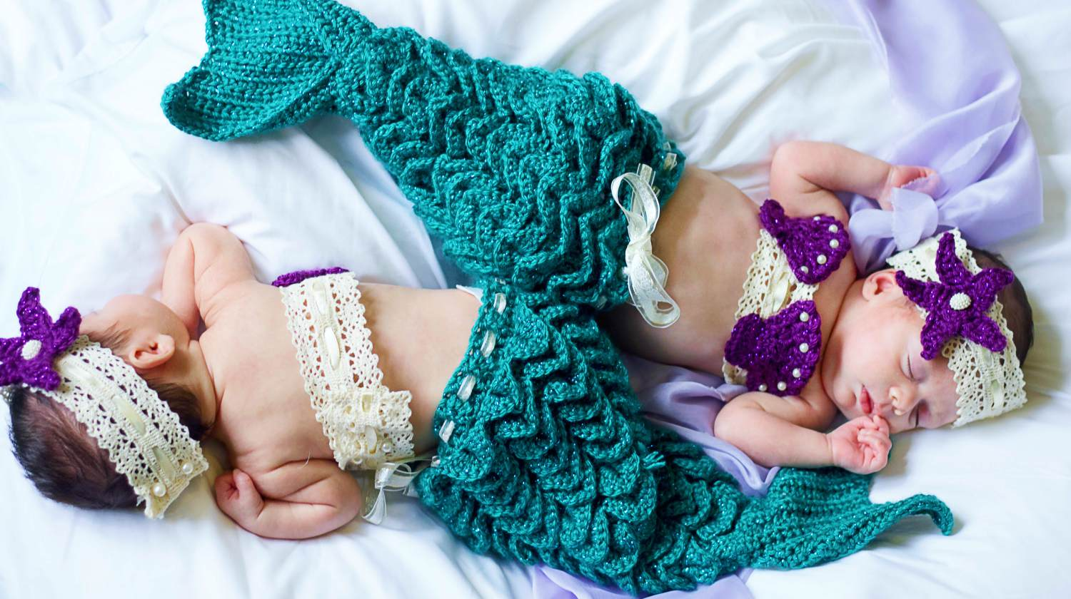 Sleeping twin mermaid girl | Easy DIY Mermaid Tail Crochet Pattern: Perfect Blanket For Winter | Featured
