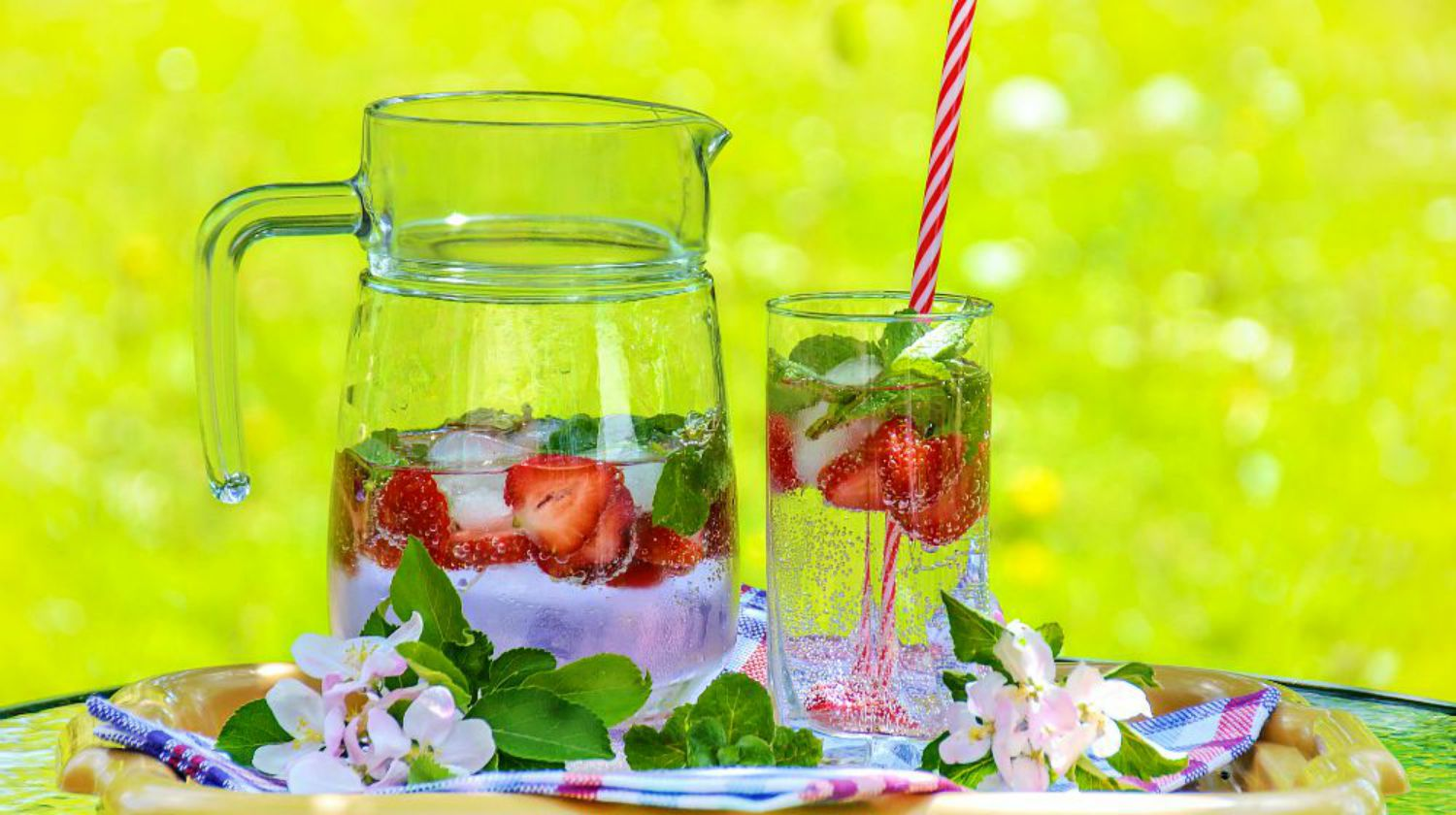 Feature | Strawberry Fruit Drink | DIY Detox Water Ideas To Stay Refreshed