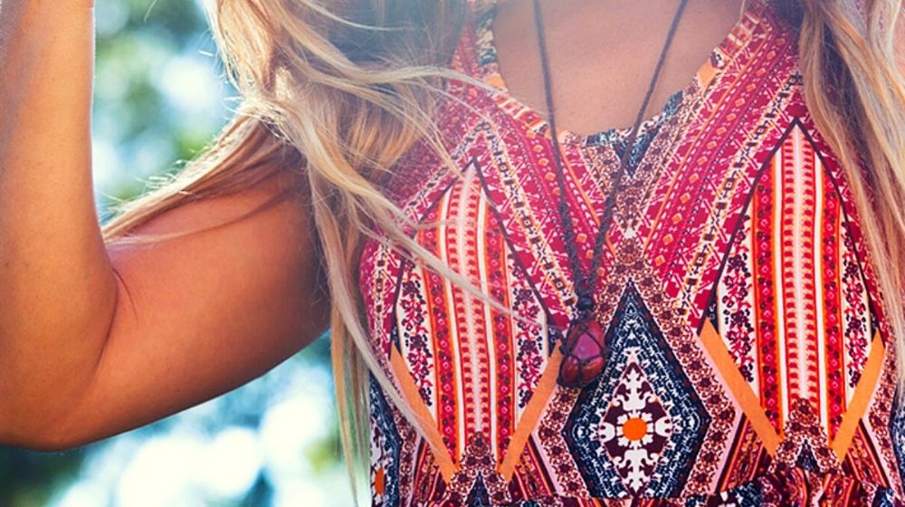 stylish girl wearing macrame necklace | DIY Macrame Necklace Ideas You Can Make With Your Kids | Featured