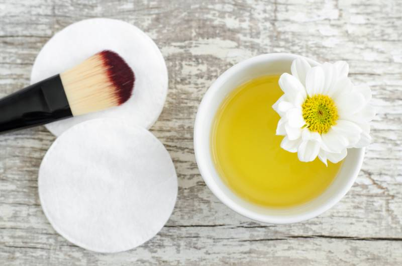 small-white-bowl-cosmeticcleansing-oil-cotton | DIY Makeup Brush Cleaner To Effectively Disinfect Your Brushes