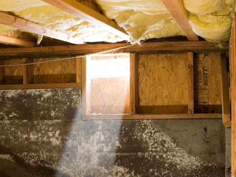 MAEJF6ry10Q-crawl-space-light-beam | how to insulate a crawl space ceiling